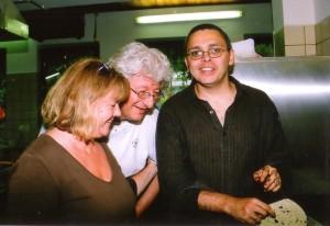 Itt meg én vezetem be EP-t és Gittit a vinetta pucolásba. (Doris Grub felvétele, készült Steinzban, 2008 nyarán.)